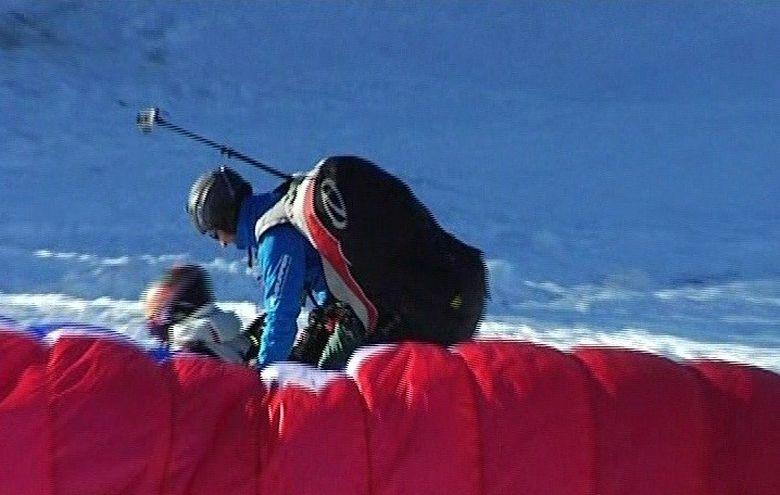 Distractia la munte a inceput! Zborul cu parapanta, cel mai in voga anul acesta