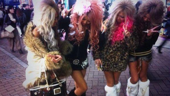 Cel mai bizar trend vine din Japonia! Cum se pozeaza mai nou tinerele