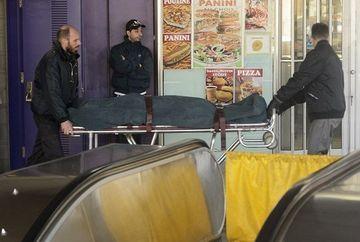 SOCANT! A murit STRANGULATA dupa ce esarfa i s-a prins intre scarile rulante de la metrou