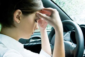 Obisnuiesti sa conduci chiar daca esti racit? Afla ce parere au specialistii despre acest lucru