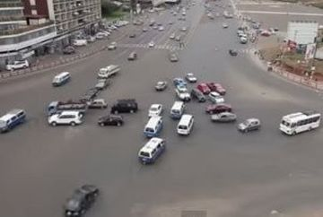 Credeai ca traficul din Bucuresti e dezastruos? Stai sa vezi cum se circula intr-o intersectie FARA SEMAFOARE