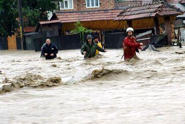 COD PORTOCALIU de inundatii in noua judete pana sambata seara