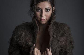 IREAL: Din ce credeti ca este facuta haina din imagine? MILIOANE DE FEMEI au ramas fara cuvinte
