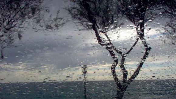 AVERTIZARE METEO: Ploi, vant puternic si descarcari electrice, in TOATa TARA