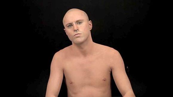 IREAL: Priveste-l cu atentie pe acest barbat! Nu o sa ghicesti niciodata ce SECRET ascunde pielea lui! E UNIC in lume
