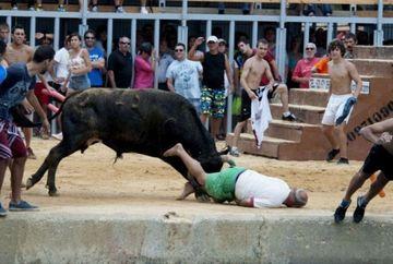 Cursele cu tauri de la Pamplona fac victime in fiecare an. Vezi cele mai spectaculoase imagini din timpul festivalului!