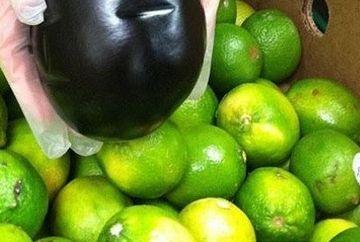 Semn DIVIN sau COINCIDENTA stranie? Angajatii unui supermarket, SOCATI cand au descoperit un chip ciudat pe o leguma