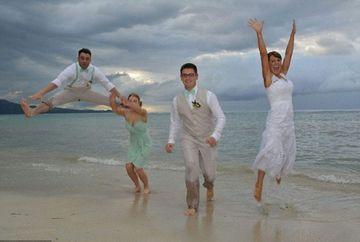 Cea mai penala poza de la o nunta! Ce observi in neregula aici? Uita-te atent la imagine ca sa-ti dai seama