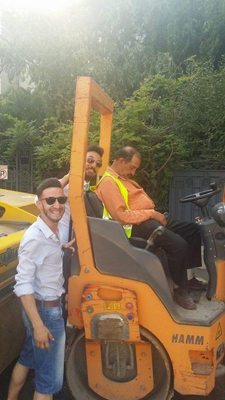 Iata cum lucreaza muncitorii in Bucuresti! Imaginea surprinsa de un tanar in Capitala