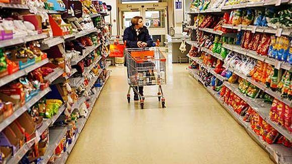 IREAL. Un adolescent a LOCUIT patru zile intr-un supermarket fara ca nimeni sa-si dea seama