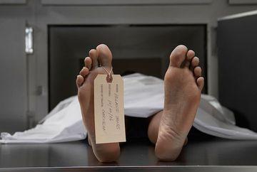 SOCANT. Un barbat declarat MORT s-a TREZIT in momentul in care rudele l-au ridicat de la morga