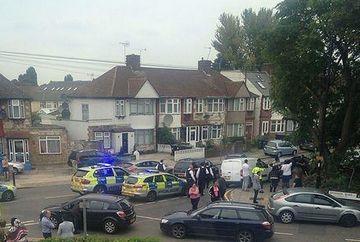 PANICA intr-o suburbie din Londra. O femeie DECAPITATA in propria gradina, in plina zi