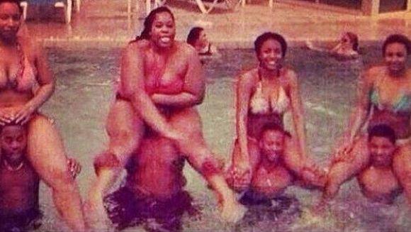 DISTRACTIA la piscina l-a costat scump pe unul dintre acesti tineri. E groaznic ce i s-a putut intampla!