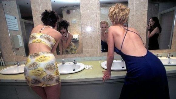 IREAL: Credeau ca au parte de intimitate, insa nu stiau ce se afla in acea toaleta! Toate femeile care au intrat acolo sunt IN SOC