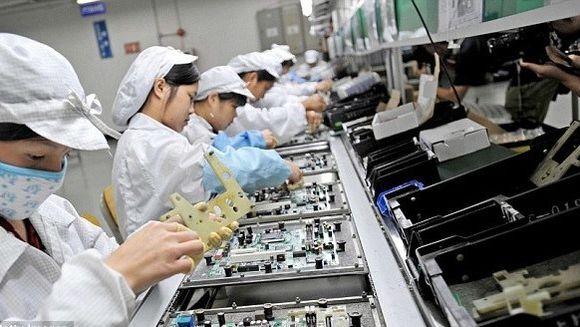 ACUZATII GRAVE la adresa gigantului Apple. Mai multi angajati care au lucrat la asamblarea iPhone 6 s-au imbolnavit de cancer
