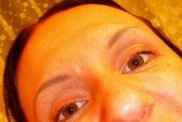 Si-a facut un selfie, insa nu si-a dat seama ca i se vede ASTA in gura! IMAGINEA care a dezgustat pe toata lumea