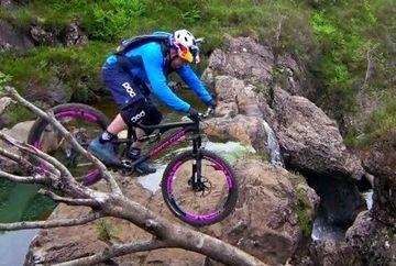 EL este cel mai cunoscut cascador pe bicicleta din lume, insa de data aceasta si-a depasit limitele! PRIVESTE ce a putut sa faca