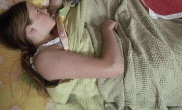 """S-au CRUCIT cand au vazut ce animal de companie au: """"Cum poti sa-ti lasi copilul sa doarma IN PAT cu asa ceva?"""""""