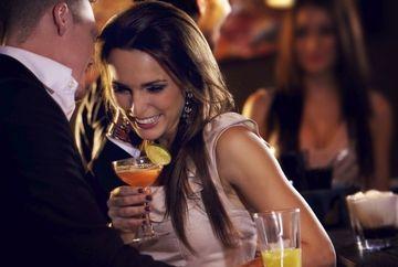 Semnele secrete ale flirtului pentru fiecare semn zodiacal! Afla daca te place sau daca doar te duce cu vorba!