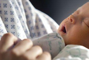CAZ HALUCINANT. Un bebelus s-a nascut la DOUA LUNI dupa MOARTEA mamei sale. Afla cum a fost posibil!