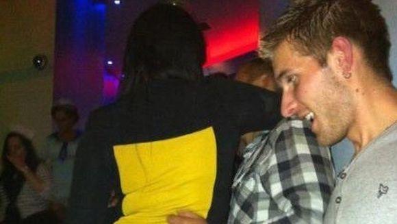 Le-a picat fata cand au vazut-o pe tipa asta. A vrut sa fie SEXY in club, dar un DETALIU a facut-o de TOT RASUL!