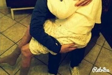Imaginea la care mii de oameni AU PLANS! E CUTREMURATOR ce face acest tanar cu bunica lui bolnava