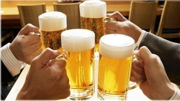 INMORMANTARE de cosmar. Sapte persoane au murit si peste 100 au ajuns la spital dupa ce au baut bere OTRAVITA la pomana!