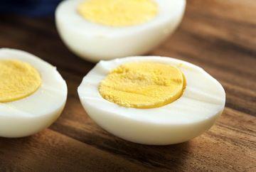 """Stii cum se """"desfierbe"""" un ou? Cercetatorii au inventat o metoda pentru a transforma oul fiert in ou proaspat"""