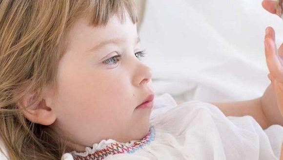 O fetita si-a prins MAMA in pat cu alt BARBAT: E SENZATIONAL ce i-a zis tatalui ei cand acesta a sunat-o acasa!