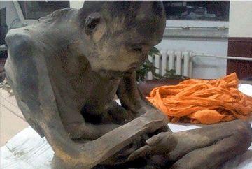 """Specialistii au dat un VERDICT IREAL in cazul mumiei calugarului budist, gasita in pozitia de rugaciune: """"NU e MORT!"""""""