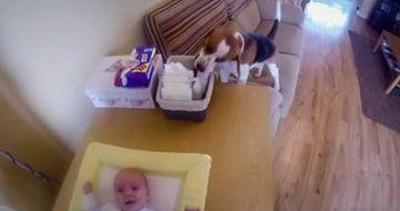 A pus o camera de filmat in camera bebelusului. Toti au ramas MUTI de uimire cand au vazut imaginile surprinse!