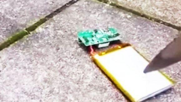 A impuns cu un cutit carcasa telefonului: Ce s-a intamplat dupa, intrece orice IMAGINATIE!