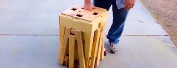 Pare un morman de lemne stranse la un loc, insa cand le desface, iti va pica fata: Pariu ca nu ai vazut niciodata asa ceva?