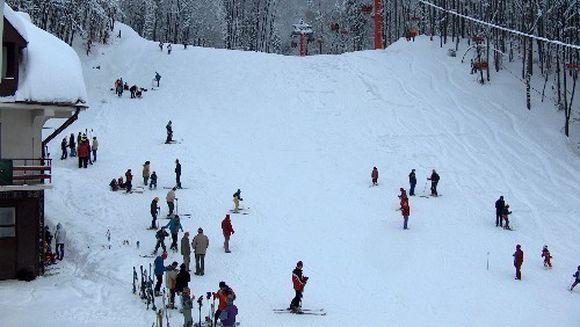 Zapada din belsug pentru turistii care vor merge la munte de Paste!