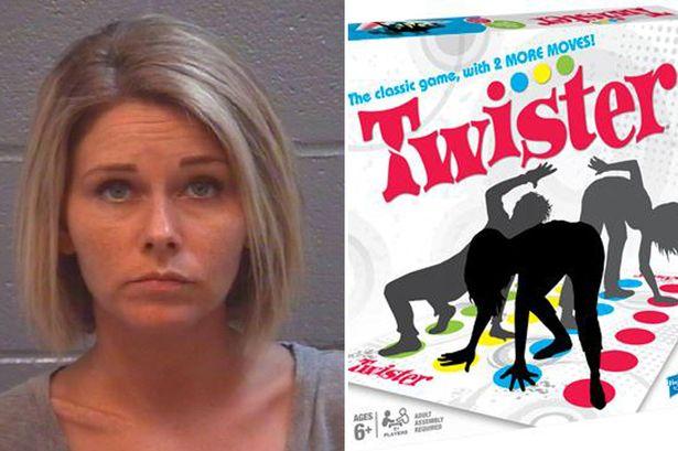 Are 5 copii, dar a jucat Twister dezbracata, apoi a facut sex cu iubitul minor al fiicei sale. Ce pedeapsa a primit