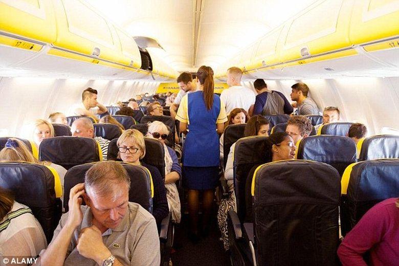 """""""Se citea groaza pe fetele lor"""". Panica la bordul unui avion low-cost plecat din Spania"""