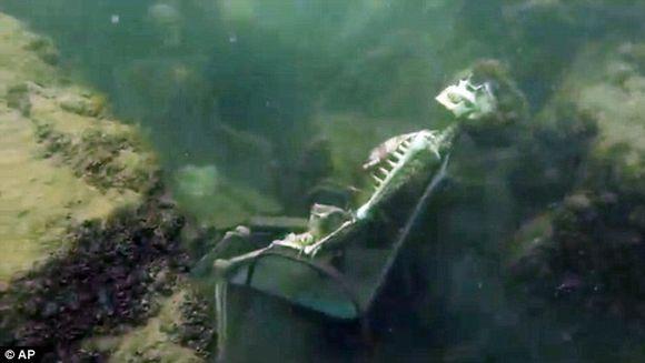 """Facea scufundari intr-un rau cand a fost ingrozit de ce a vazut. """"Doamne, cum au ajuns amandoi acolo?"""""""
