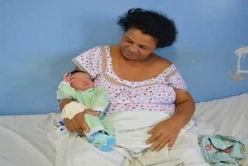 Femeia care i-a uimit pe medici! A adus pe lume al 21-lea copil la varsta de 51 de ani