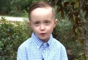 Un baietel de 5 ani vede pentru prima data un om al strazii. Ce face in continuare te va emotiona pana la lacrimi!
