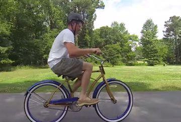 A oferit 200 de dolari celui care poate sa mearga cu aceasta bicicleta. Nimeni nu a luat banii pana acum!