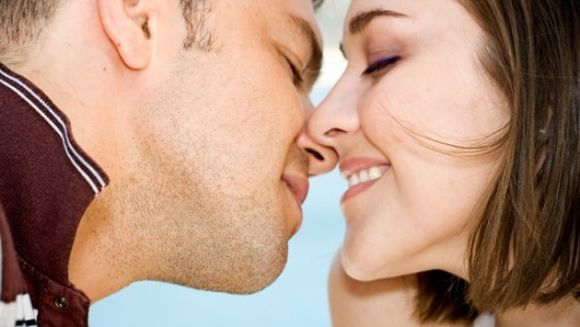 Zodiacul saruturilor! Uite cum saruta barbatii din fiecare zodie