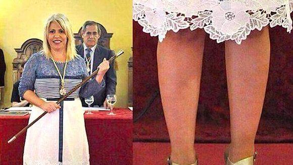 Credea ca toti ii asculta discursul, dar de fapt se HOLBAU la picioarele ei. E... WOW!