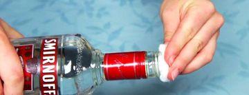 A turnat putina vodka in samponul cu care se spala pe cap. Uite ce s-a intamplat cu parul ei dupa ce s-a uscat. E ULUITOR!