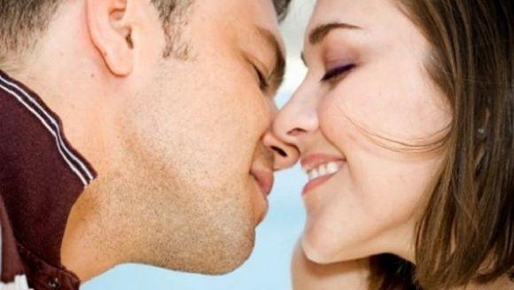 Cum saruta in functie de zodie? Gemenii o fac mental, iar taurii pasional! Vezi ce spune zodia ta