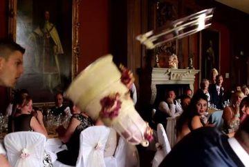 S-a intamplat la o nunta: doi ospatari s-au certat si au facut praf tortul, in fata invitatilor! Ce a facut mireasa dupa ce a vazut totul