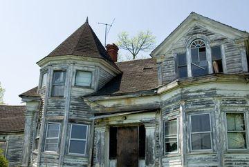 "A gasit o casa veche si a vrut sa vada ce are in interior, dar cand a coborat in subsol a avut un soc: ""Am gasit ingeri morti!"" Acum are cosmaruri in fiecare noapte, nu poate uita imaginile pe care le-a vazut acolo"
