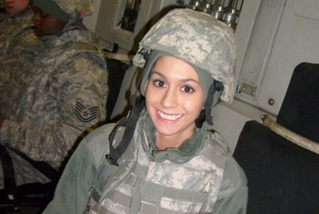 """Te dezbracai in fata lor si mureau de ciuda?"" La 19 ani, fata asta s-a inrolat in armata si a ajuns pe front, in Afganistan. E incredibil cum arata acum, dupa 6 ani de lupte cu talibanii"