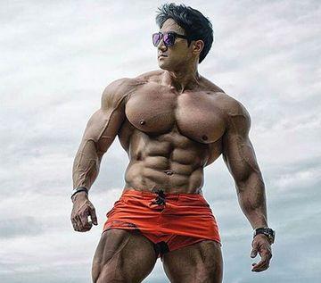 """Dumnezeule, cum arata baiatul asta! I se spune """"Arnold de Coreea"""" si sustine ca nu a luat niciodata steroizi. Trebuie sa vezi ce corp avea inainte! Il crezi?"""