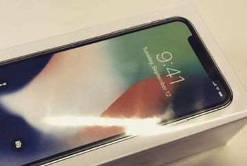 """A scos la vanzare pe OLX o cutie de iPhone X: """"Perfectă pentru poze de Facebook, Instagram, Snapchat"""" Uite cat cere pe ea"""