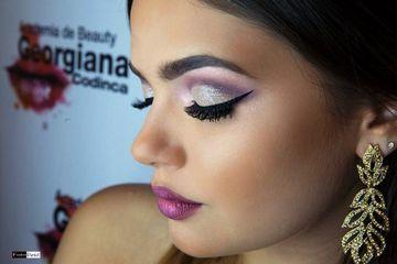 Cel mai tare curs de make-up are loc in Bucuresti!